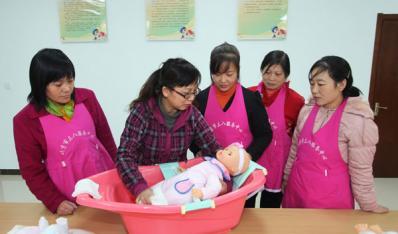 南阳妇联举办妇女家政服务职业技能培训