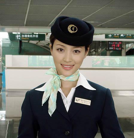 """空姐是这样""""炼成""""的"""