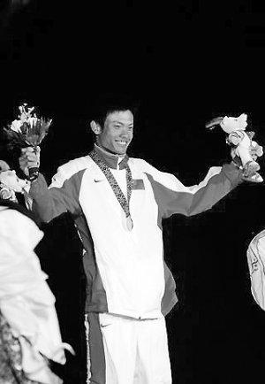 亚运会金牌得主跳海救起被海浪卷走男子